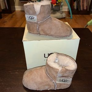 """UGG infants large """"Erin"""" preowned with box"""